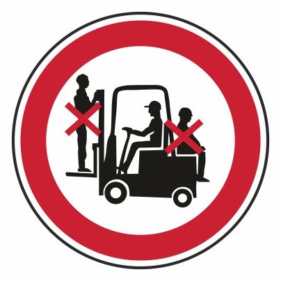 Zákaz dopravy osôb na nakladači